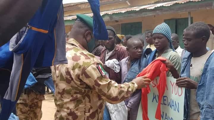 Nigerian Army Donates Food Items To 'Surrendered' Boko Haram Terrorists [Photos] 3