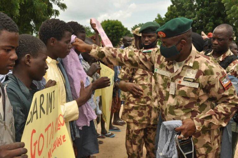 Nigerian Army Donates Food Items To 'Surrendered' Boko Haram Terrorists [Photos] 7