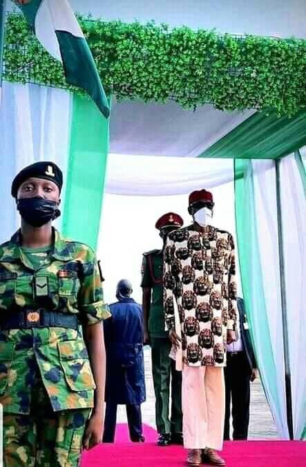 Buhari Arrives Imo In Full Igbo Attire, Residents Troop Out To Welcome Him [Photos] 4
