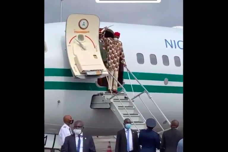 Buhari Arrives Imo In Full Igbo Attire, Residents Troop Out To Welcome Him [Photos] 2