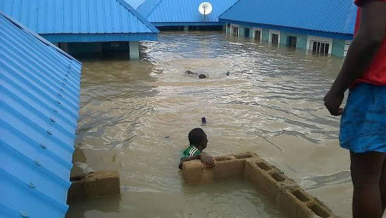 Four Dead, Others Missing As Flood Sweep 26 Vehicles, 166 Houses In Abuja [Photos] 2