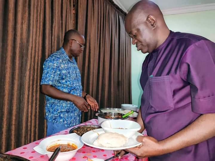 Governor Ortom Serves His Aides Food To Appreciate Their Services In Benue [Photos]