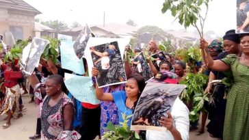 Angry Women Hits The Street Of Akwa Ibom To Pretest Against Importation Of Political Thugs [Photos] 5