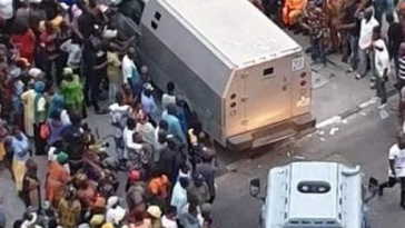 Trending Photos Of Bullion Vans Entering Tinubu's Bourdillon Residence In Lagos 4
