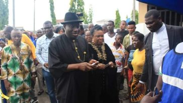 PHOTONEWS: Goodluck Jonathan and wife votes in Bayelsa State. 7