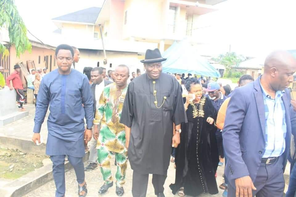 PHOTONEWS: Goodluck Jonathan and wife votes in Bayelsa State. 4