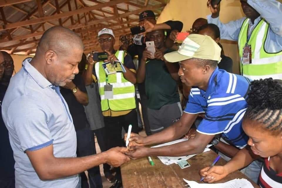 PHOTONEWS: PDP's Emeka Ihedioha Votes in Imo State. 5