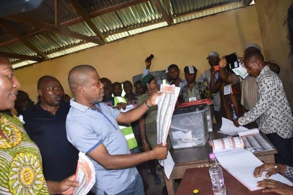 PHOTONEWS: PDP's Emeka Ihedioha Votes in Imo State. 4