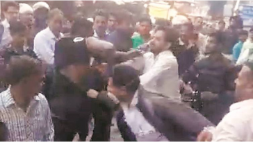 Nigerian Man Beaten Mercilessly By Crowd In India After Assaulting 2 Cops [Photos/Video] 2