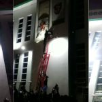 Governor Ganduje's Supporters Destroy Emir Of Kano's Portrait At Government House [Photos/Video] 9