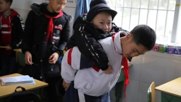 Meet The 12-Year-Old Boy Who Carries His Disabled Friend To School For The Past 6 Years [Photos] 1