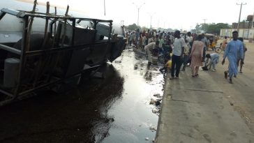 Nasarawa Residents Troop Out To Scoop Fuel From The Road After Tanker Accident [Photos] 10